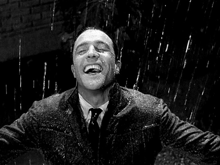 Gene Kelly sous la pluie pour le film de Stanley Donen