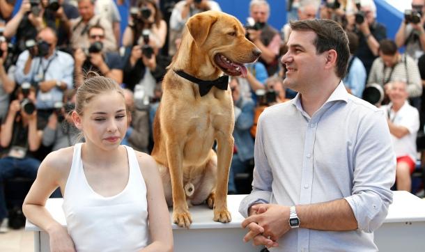 L'actrice principale (Zsófia Psotta), un des deux chiens ayant tourné White God (justement récompensé de la Palm Dog), et le réalisateur, Kornél Mundruczo.