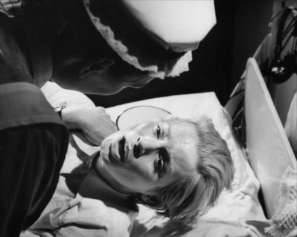 Ingrid Thulin dans Au seuil de la vie (Ingmar Bergman)